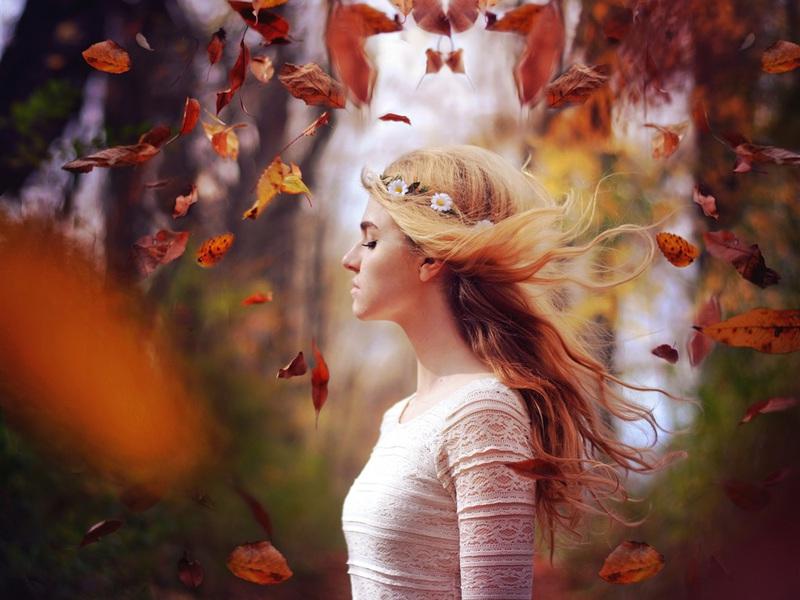 blonde-girl-in-autumnipk15.jpg