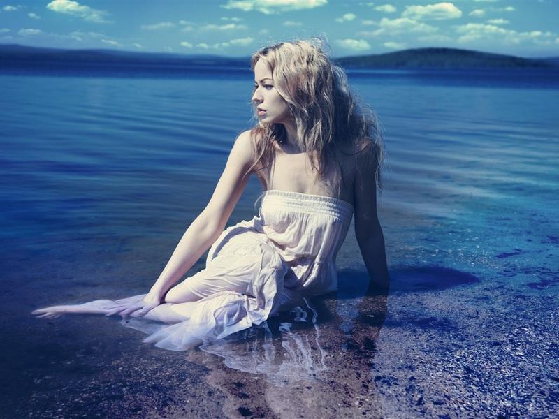 blonde-girl-in-water-n3ky8.jpg