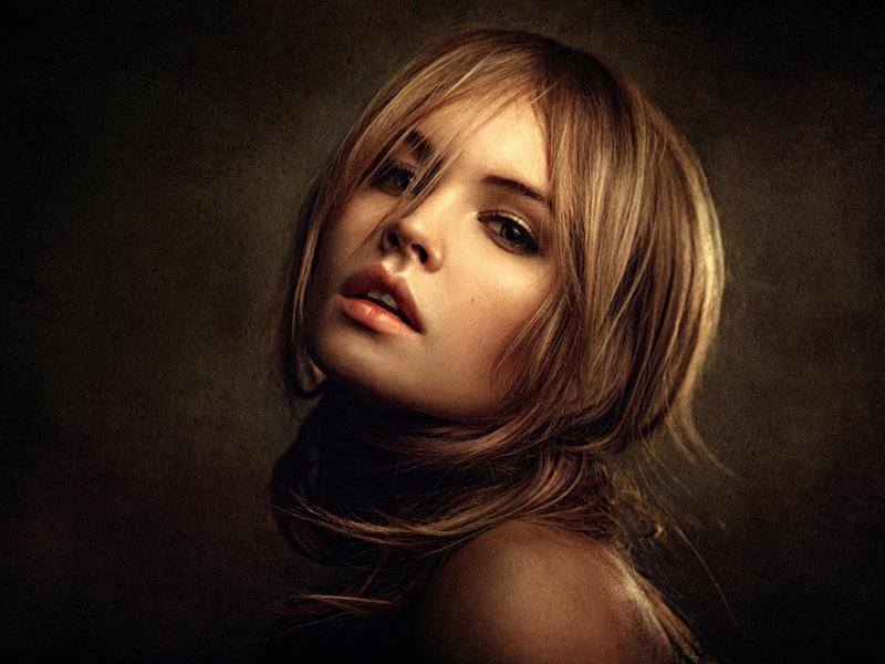 blonde-girl-portrait_xik7c.jpg
