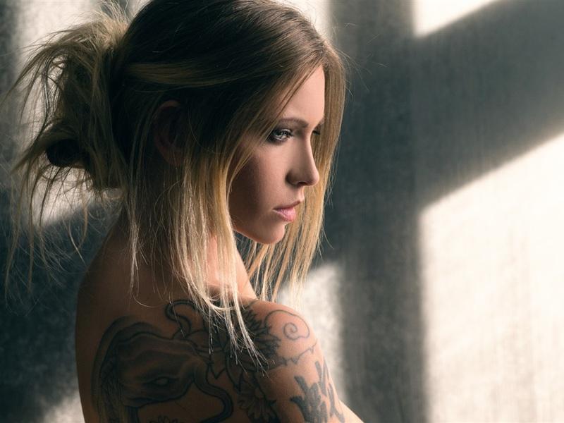 blonde-girl-tattoo-wixxjob.jpg