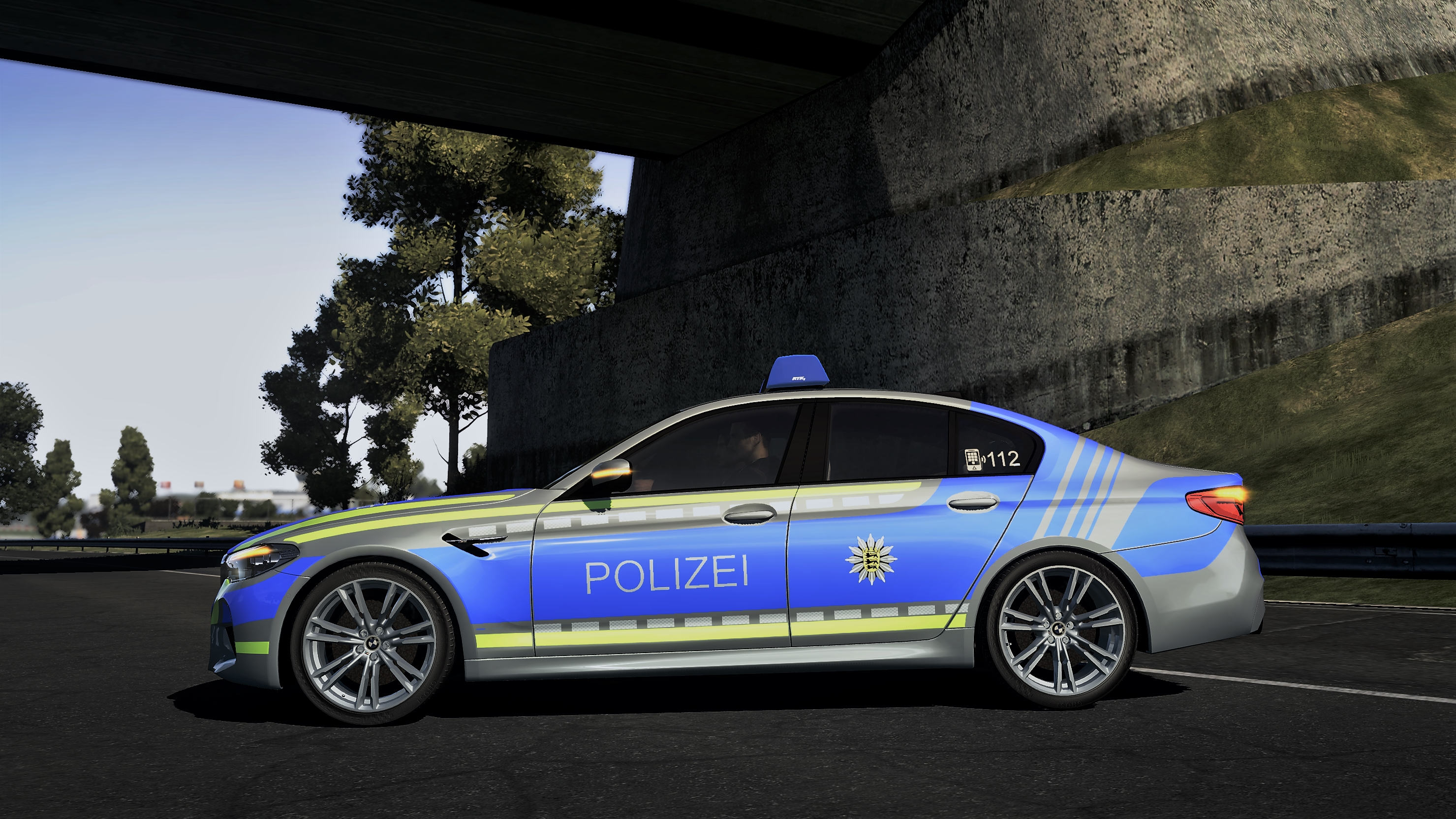 https://abload.de/img/bmwm5polizei02_dtrsa.jpg