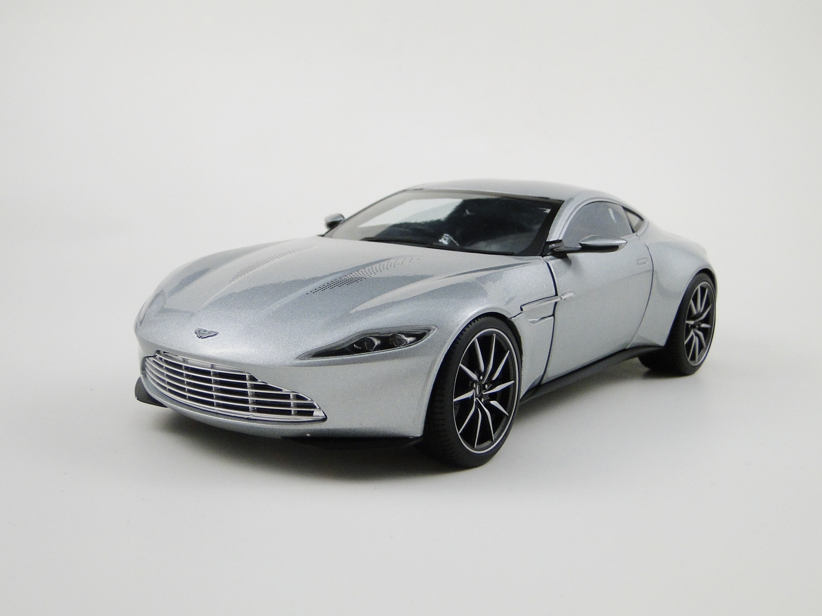 "aston martin db10 ""spectre"" - modelcarforum"