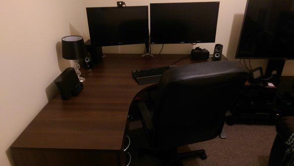 Must see 3 Monitor Bekant Desk - cd8mgpjwgaad1t-rzpv6  Collection_917052.jpg