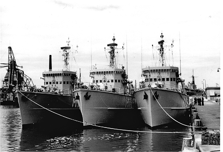 Démineur Mercure classe de la Federal Navy 1: 250 Dreierpackchen-cherboj3ktc
