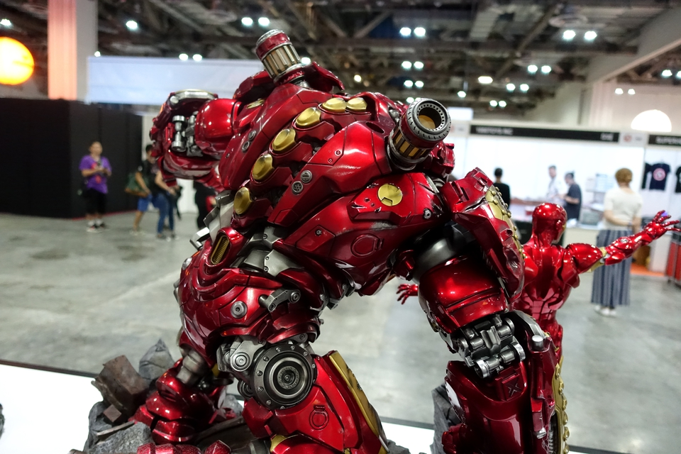 Premium collectibles : Hulkbuster** - Page 3 Dsc00137ixkru
