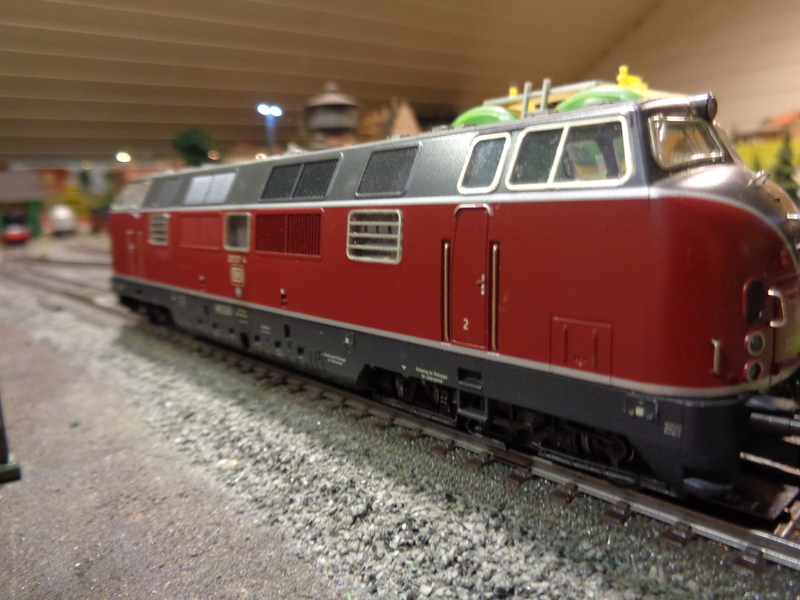 Heute habe ich eine weitere BR 221 bekommen Dsc00226rcugf