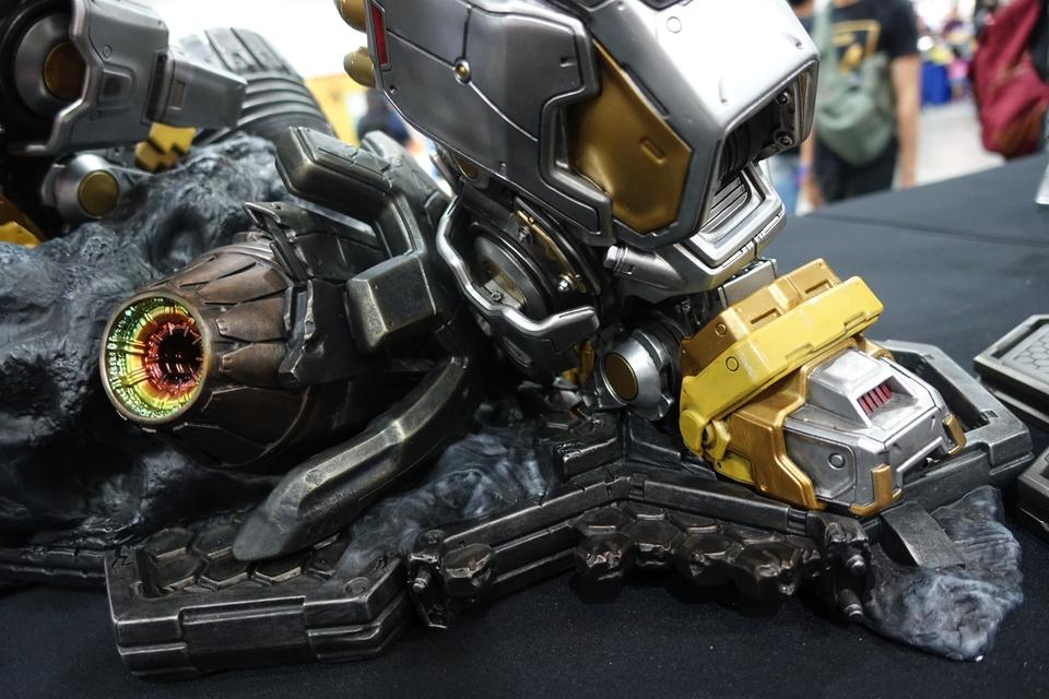 Premium Collectibles : Transformers - Grimlock (G1) Dsc01893u1k89