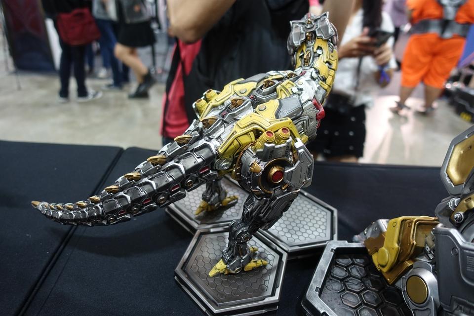 Premium Collectibles : Transformers - Grimlock (G1) Dsc01909bfk0h