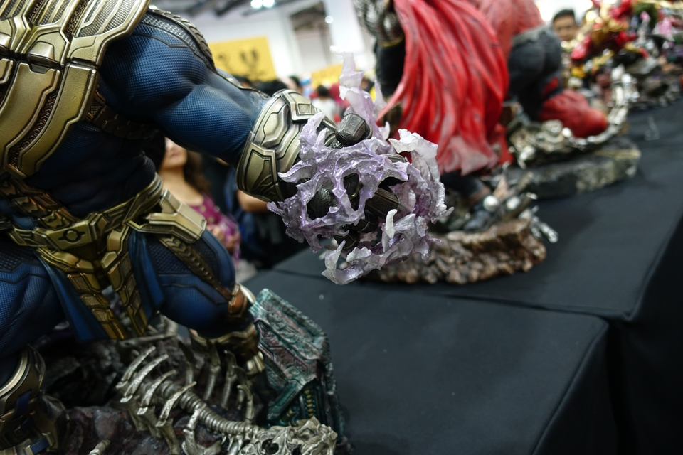 Premium Collectibles : Thanos and Lady Death Dsc02454uckve