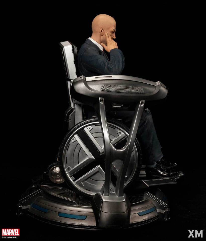 Premium Collectibles : Professor X** Dsc4859twjr2