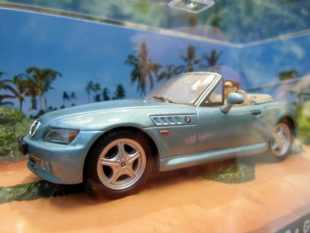 007 james bond car bmw z3 goldeneye 1 43 boxed car model. Black Bedroom Furniture Sets. Home Design Ideas