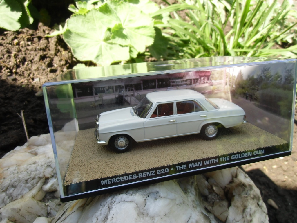 Mercedes Benz 220 S James Bond 007 Goldfinger 1:43 Diecast Model Car DY117
