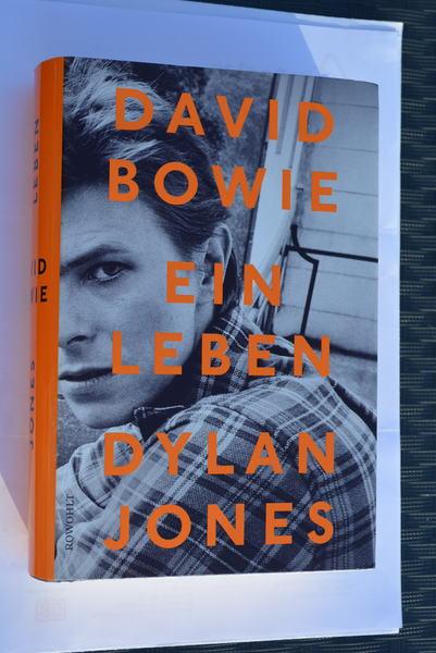 David Bowie - Deutsche Fansite für David Bowie - Bowie zum Lesen und Blättern