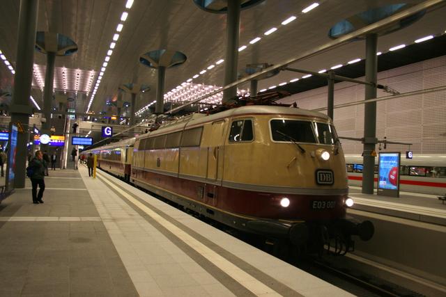 E 03 001 Berlin Hbf (Tief) mit Rheingold