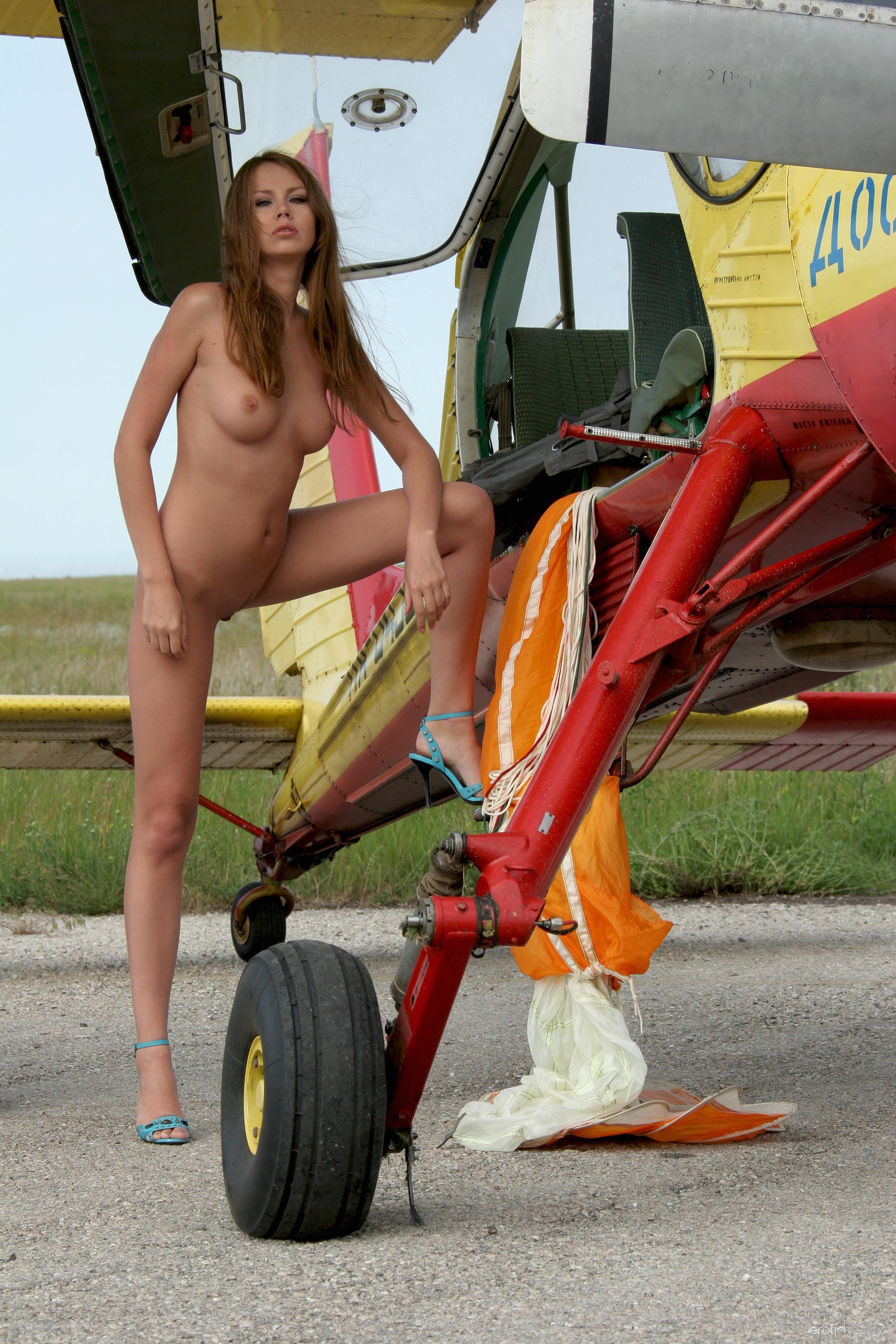 eb_aviation_nadya_hig8eset.jpg