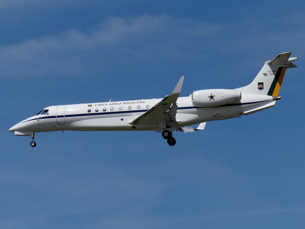 [Bild: embraervc-99bemb-135bqnlmx.jpg]