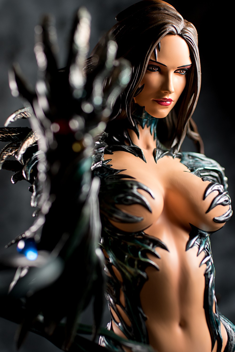 Premium Collectibles : Witchblade - Page 5 Fig-witchblade-02amj0i