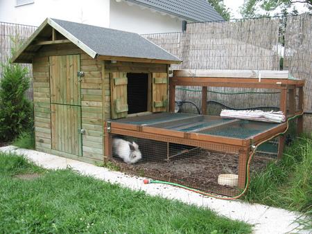 kinderspielhaus als kaninchengehege umbauen kaninchen. Black Bedroom Furniture Sets. Home Design Ideas