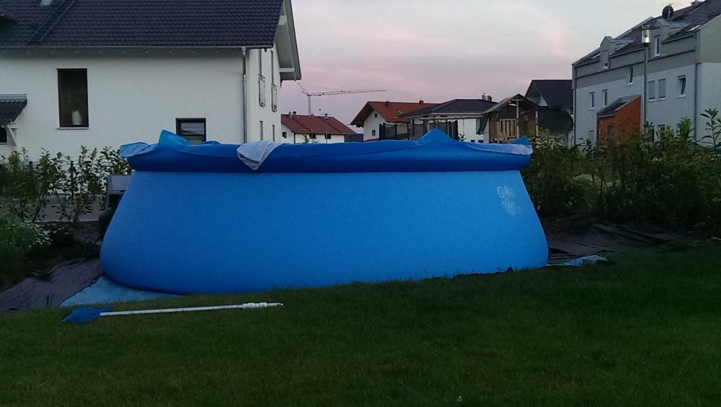 intex quick up 457x122 cm bauch des pools auf einer seite gr er. Black Bedroom Furniture Sets. Home Design Ideas