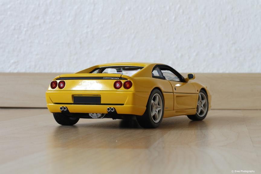 1 18 ferrari f355 berlinetta gelb von hot wheels elite modelcarforum. Black Bedroom Furniture Sets. Home Design Ideas