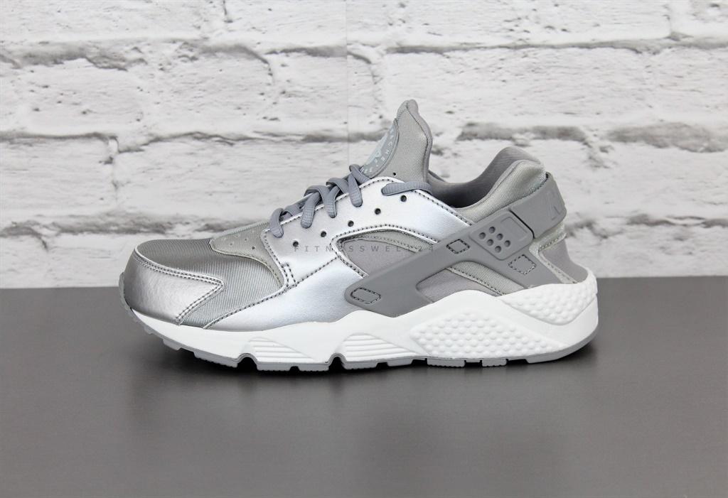 release date: 2b256 0a18b HUARACHE NIKE RUN SE 859429002. Color plata  gris  blanco