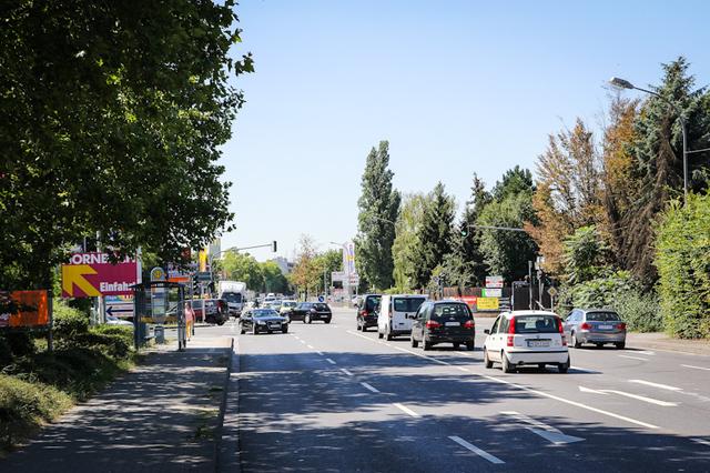 Boelckestraße mit Industriegebiet