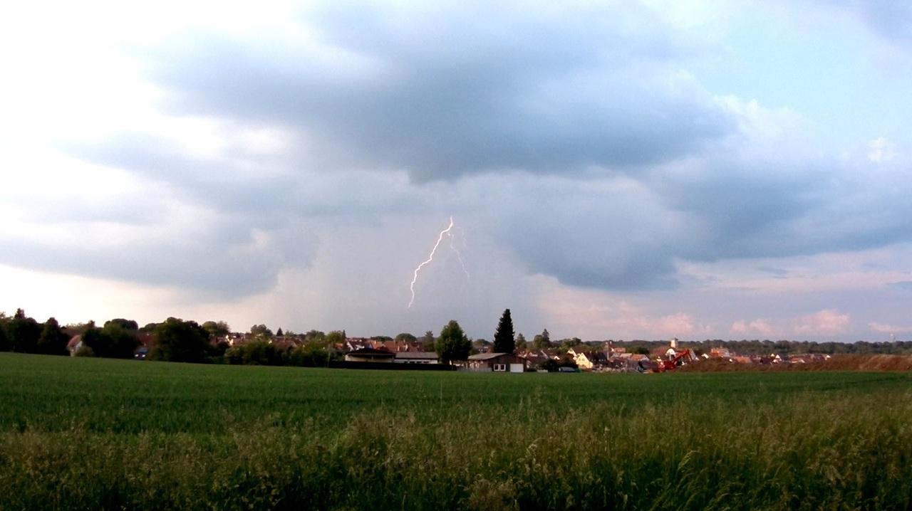 https://abload.de/img/lightning02o9i88.jpg