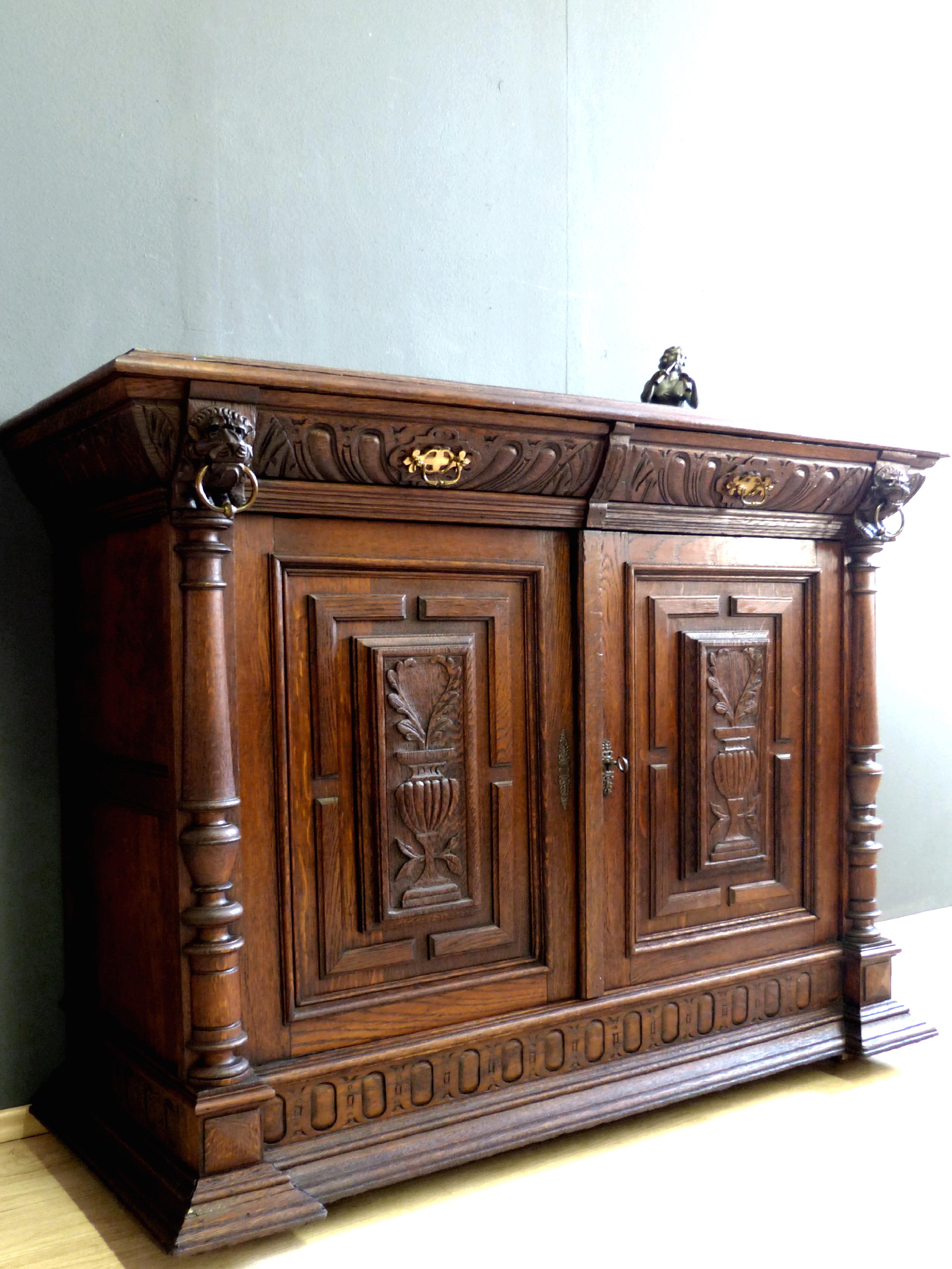 renaissance gr nderzeit anrichte antik eiche kommode schrank buffet l wenk pfe ebay. Black Bedroom Furniture Sets. Home Design Ideas