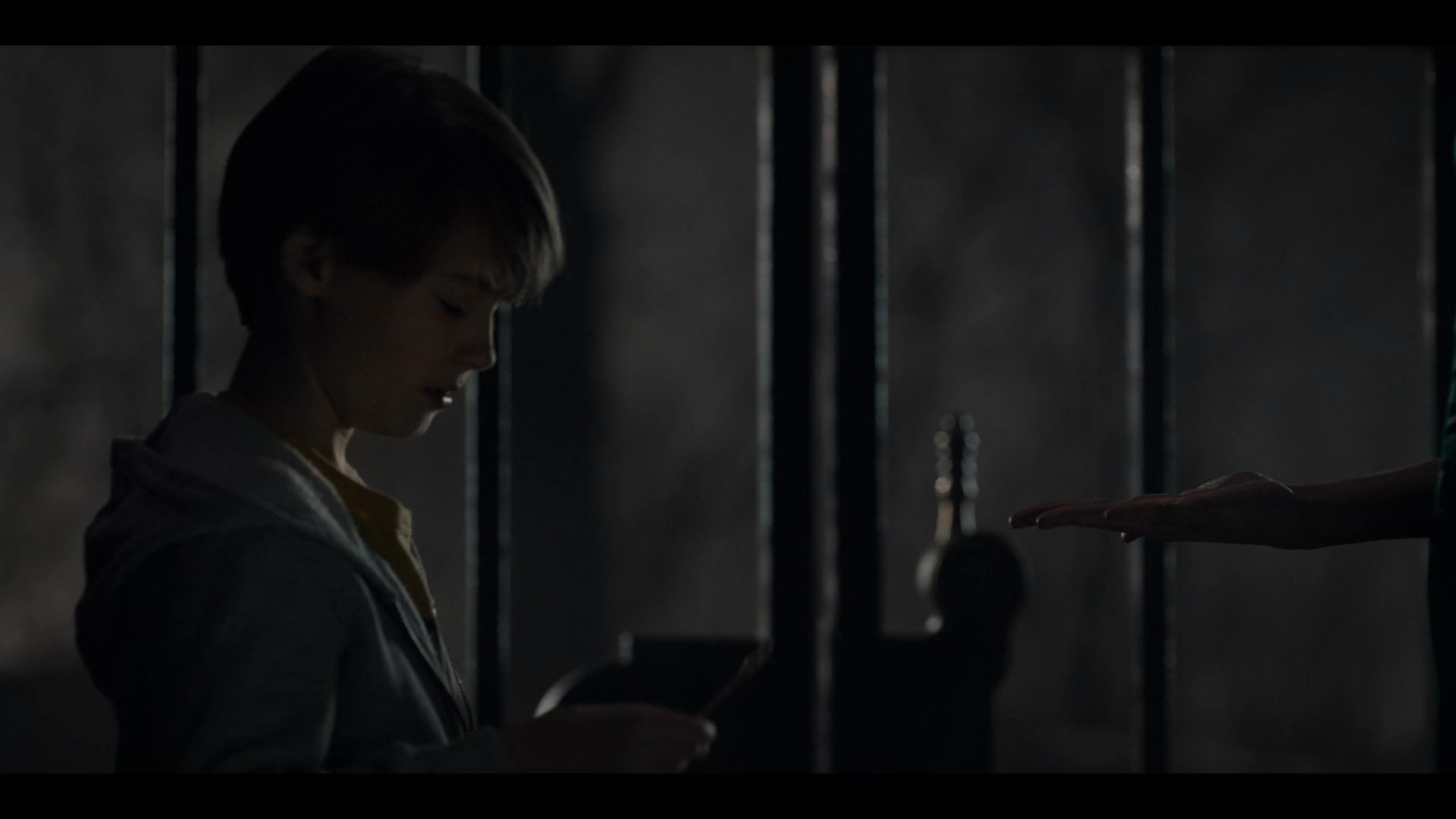 [Resim: locke.and.key.s01e01.vtj58.jpg]