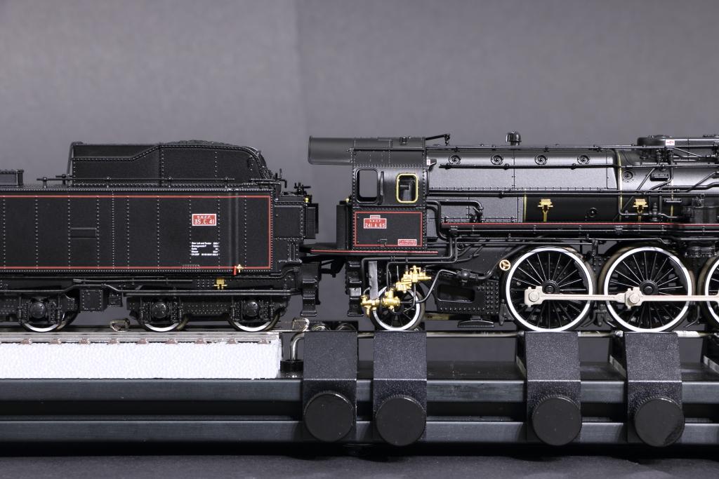 Schöne Französin in Bild und Film - SNCF 241 A 65 - Märklin 39241 Lok_tenderabstand1bqkja
