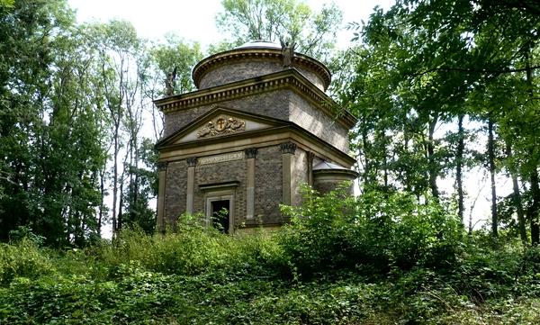 mausoleumav5k3b.jpg