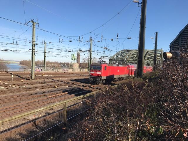 91 80 6143 925-6 D-DB RB27 RB 12521 Köln Hohenzollernbrücke