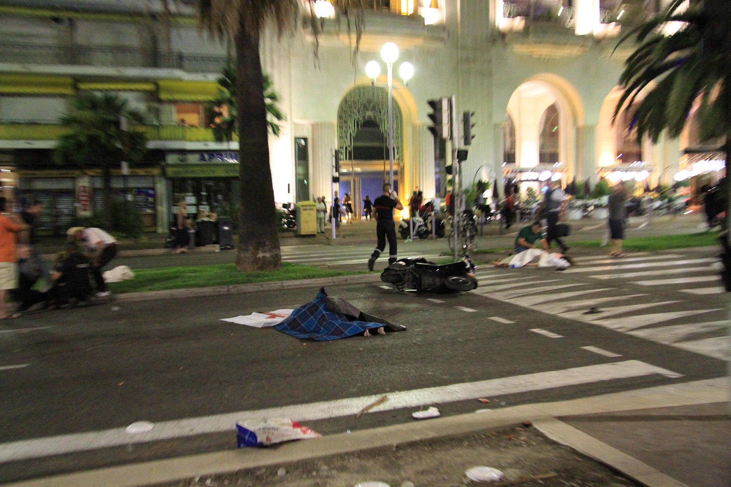 [Bild: nice-terrorist-attack7ls5u.jpg]