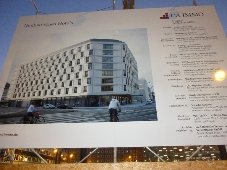 Intercityhotel Und Bus Terminal Am Hauptbahnhof In Bau