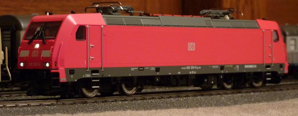 Neue TRAXX (185 320-9) im Einsatz P11608418tkyn