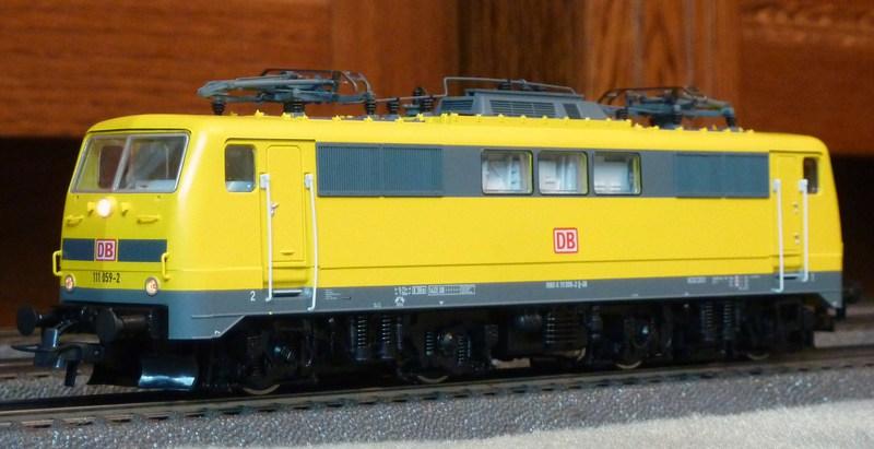 Roco 58590 111 059-2 in gelber Lackierung von DB Netz  P1180827knk7z