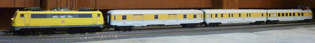 Roco 58590 111 059-2 in gelber Lackierung von DB Netz  P1180885kwjl1