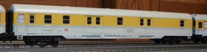 Roco 58590 111 059-2 in gelber Lackierung von DB Netz  P11808891skds