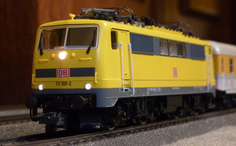 Roco 58590 111 059-2 in gelber Lackierung von DB Netz  P1180892qhjkq