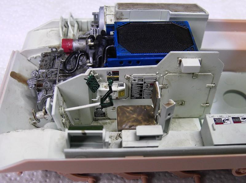 M3A3 Bradley mit Inneneinrichtung in 1:35 von Meng Pict6370279a7s