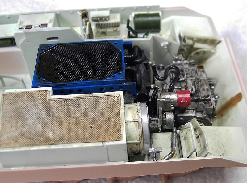 M3A3 Bradley mit Inneneinrichtung in 1:35 von Meng Pict63712s2bef