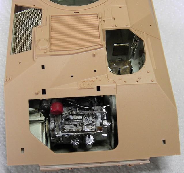 M3A3 Bradley mit Inneneinrichtung in 1:35 von Meng Pict63722bxxxs