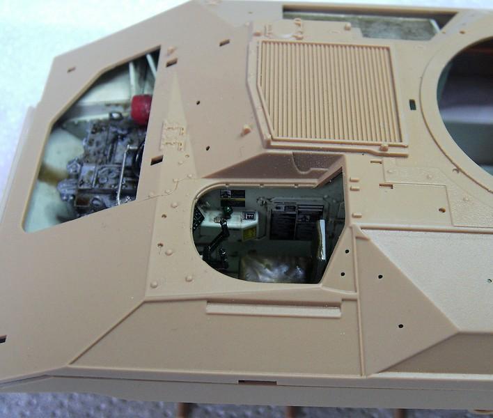 M3A3 Bradley mit Inneneinrichtung in 1:35 von Meng Pict63732xhzio