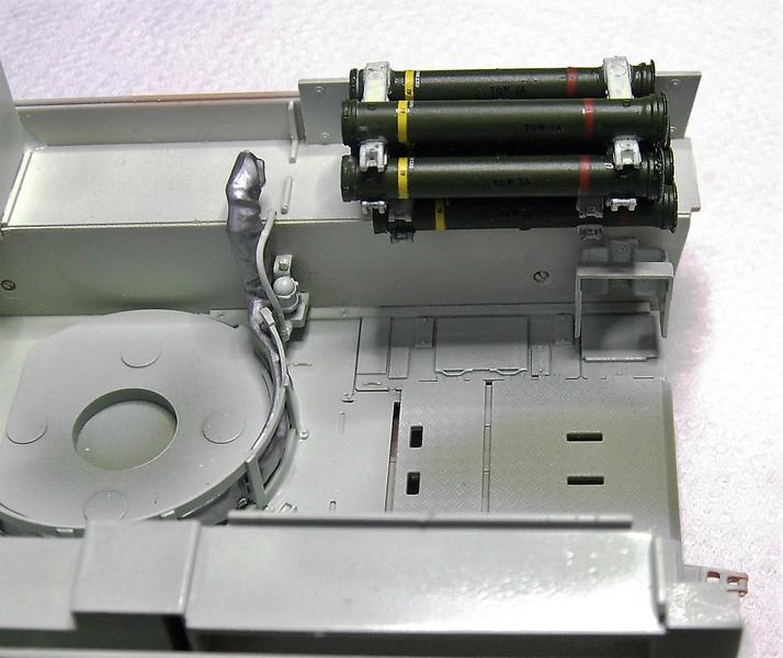 M3A3 Bradley mit Inneneinrichtung in 1:35 von Meng Pict63742akbq6