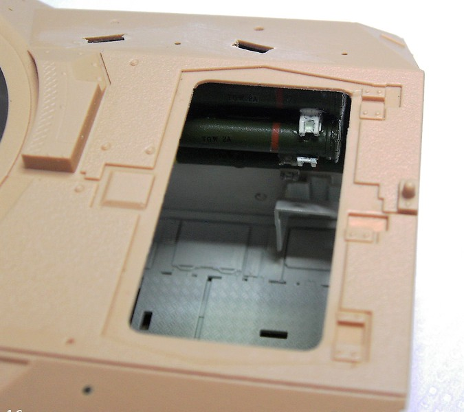 M3A3 Bradley mit Inneneinrichtung in 1:35 von Meng Pict63762tfz6u
