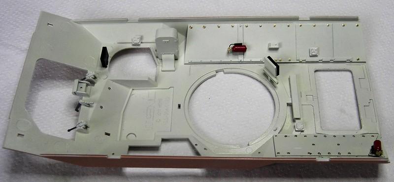 M3A3 Bradley mit Inneneinrichtung in 1:35 von Meng Pict63782prbwy
