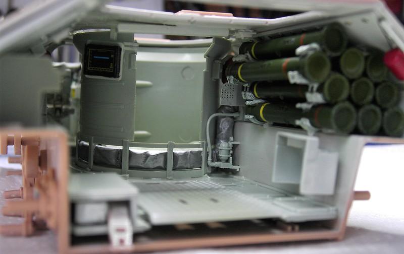 M3A3 Bradley mit Inneneinrichtung in 1:35 von Meng Pict63812izz5e
