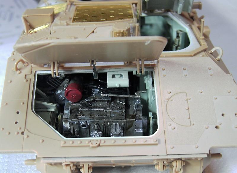 M3A3 Bradley mit Inneneinrichtung in 1:35 von Meng Pict63852h4olt