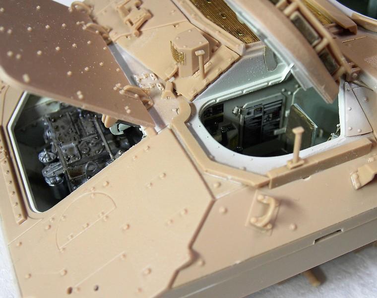 M3A3 Bradley mit Inneneinrichtung in 1:35 von Meng Pict63862p7rt6