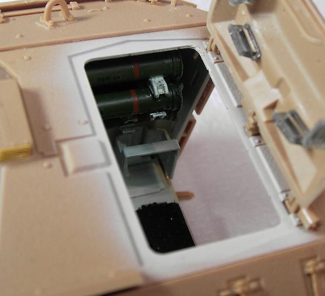 M3A3 Bradley mit Inneneinrichtung in 1:35 von Meng Pict63882bbpdd